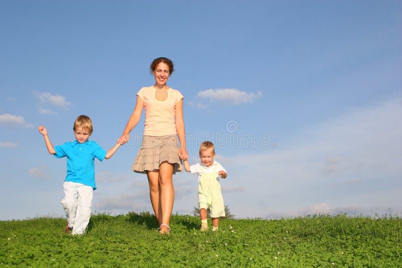 Moeder met kinderen stock foto