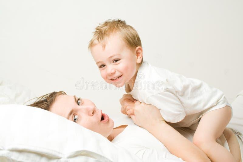 Moeder met peuter stock foto