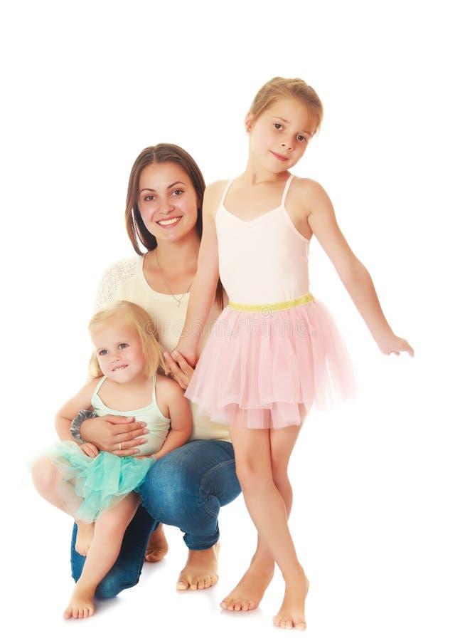 Moeder met twee dochters stock afbeelding