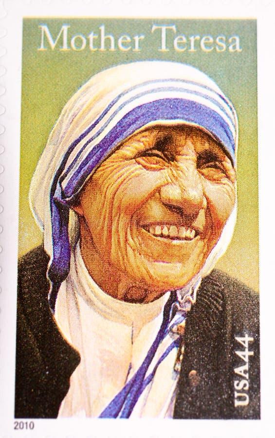 Moeder Teresa, die in de Postzegel van de V.S. wordt herdacht stock fotografie