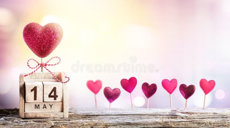 Moedersdag - Kalenderdatum met Harten royalty-vrije stock afbeeldingen