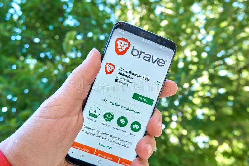 Moedige Browser, Snelle Adblocker mobiele app op Samsung s8 royalty-vrije stock foto's