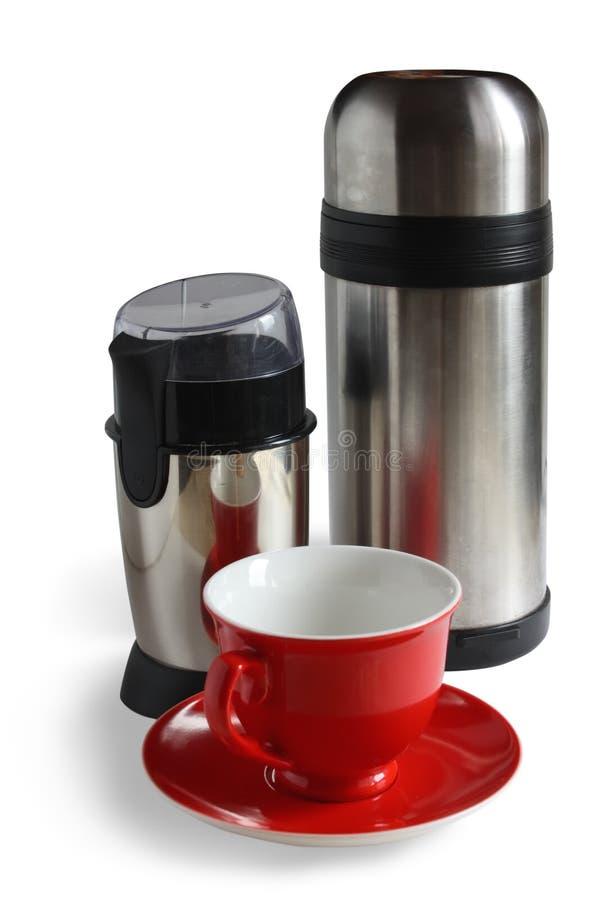 Moedor de café elétrico com thermos e o tampão vermelho imagens de stock royalty free