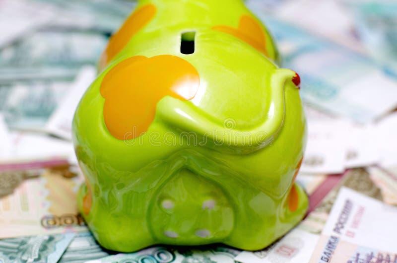 Moeilijk om geld te besparen royalty-vrije stock afbeeldingen