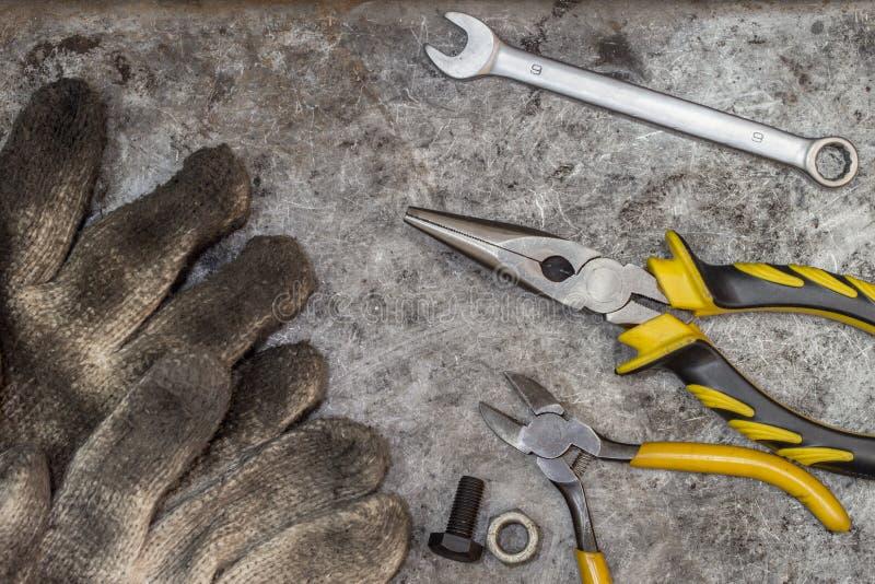 Moeilijke situatie en reparatie de hulpmiddelen van de manusje van allesworkshop royalty-vrije stock foto's