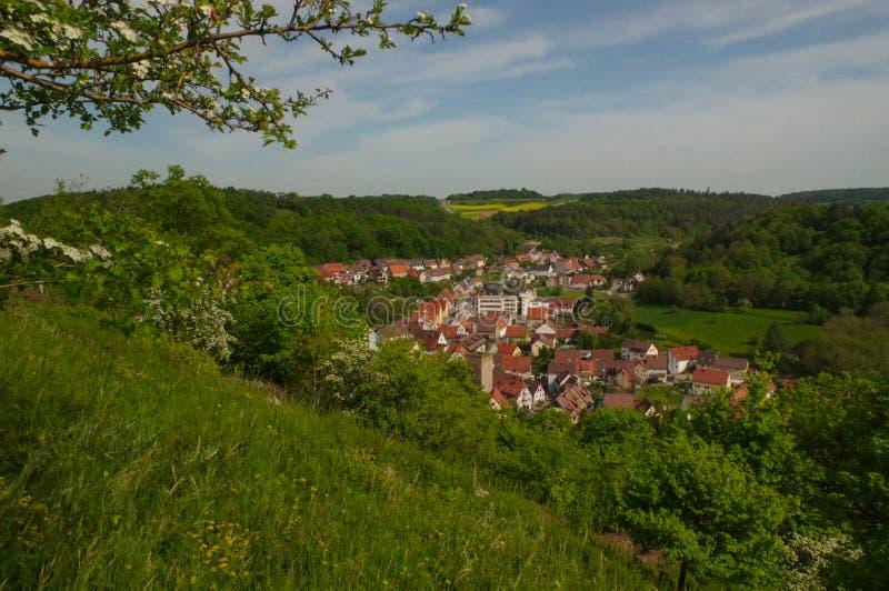MOENSHEIM, PFORZHEIM, DUITSLAND - April 29 2015: Monsheim is een stad in het district van Enz in Baden-Wuertemmberg in de zuideli royalty-vrije stock afbeelding