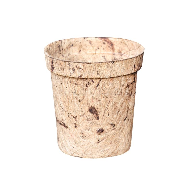 Moerbeiboomdocument pot op witte achtergrond met het knippen van weg, kringloopconcept wordt geïsoleerd dat royalty-vrije stock afbeeldingen