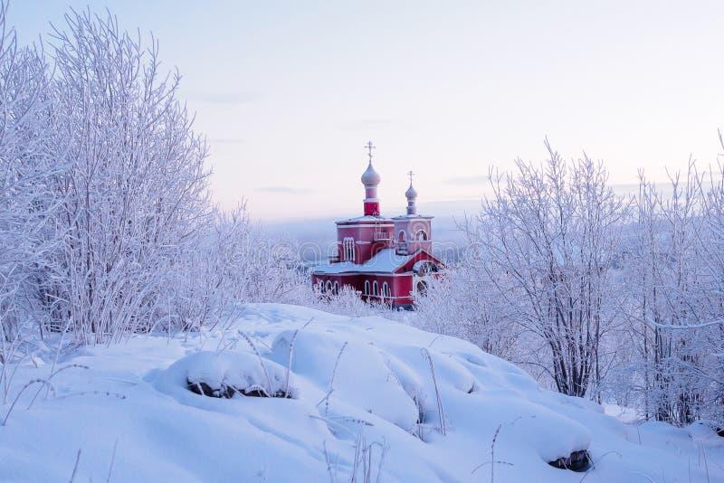 Moermansk, Rusland - December 28, 2017: Kerk van Alle Heiligen onder de sneeuw van Moermansk Rusland stock foto