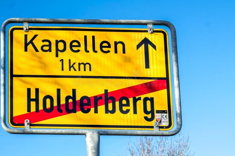 Moers, Германия - 9-ое февраля 2018: Подпишите показывать конец Holderberg и начало Kapellen стоковые фото
