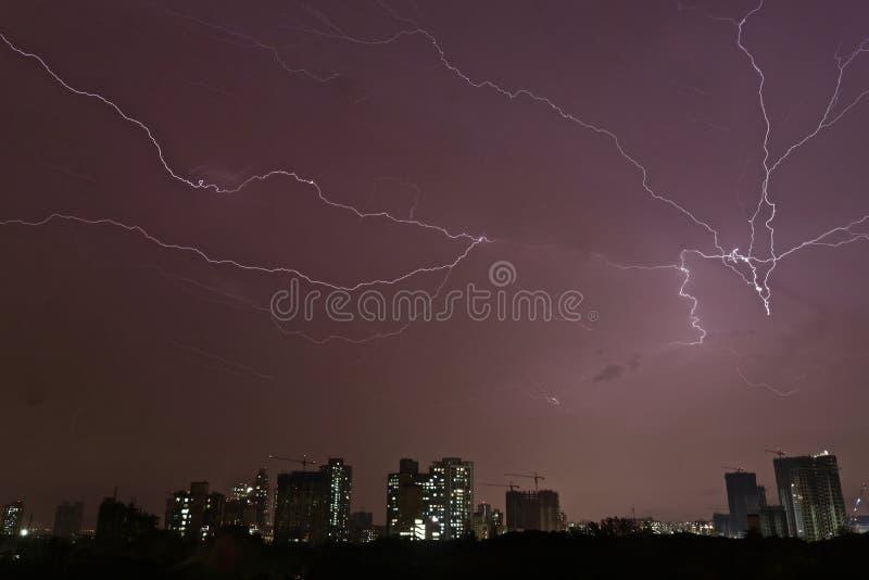 Moesson zegen over electrict-stad; Mumbai royalty-vrije stock afbeelding