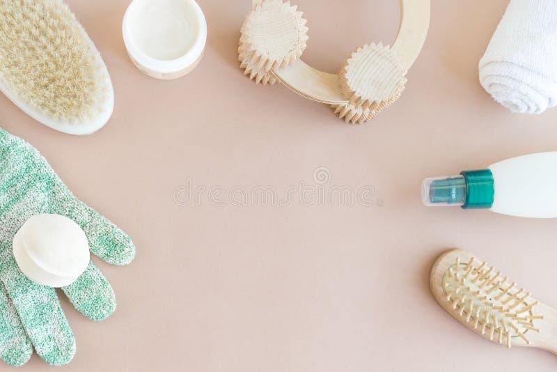 Mofa de la belleza de la salud del balneario para arriba, endecha plana de los diversos productos del cuidado de la belleza imagen de archivo