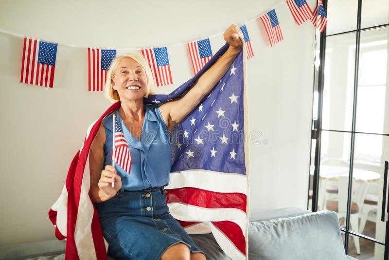 Mogen amerikansk kvinna royaltyfria bilder