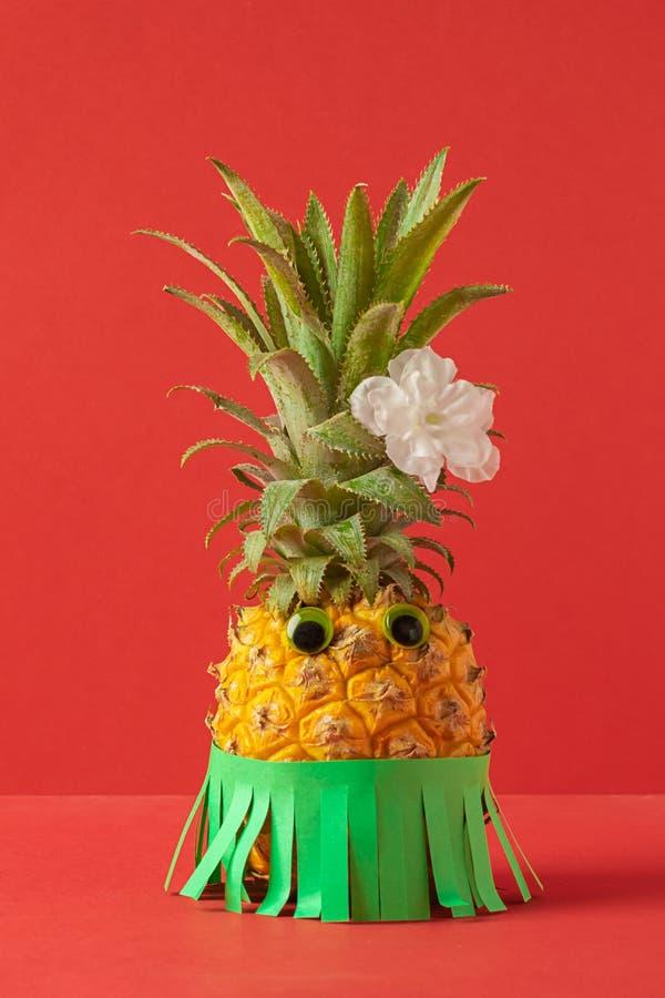 Mogen ananas med  arkivbild