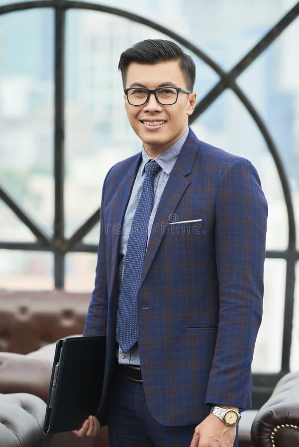 Mogen asiatisk affärsman arkivfoto