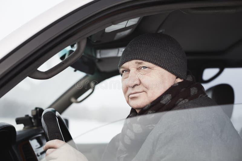 Mogen chaufförman arkivfoton