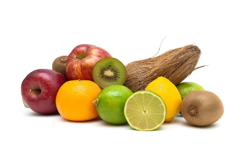 Mogen frukt och kokosnöt på en vit bakgrund arkivfoto