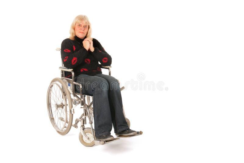 Mogen kvinna i hjulstol arkivfoto