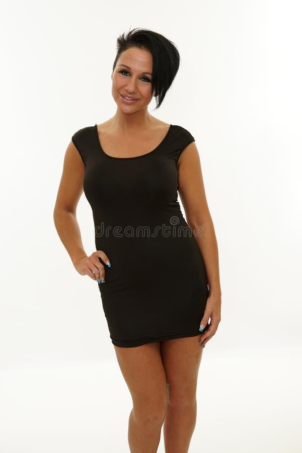Mogen kvinna som poserar med en svart klänning royaltyfria foton