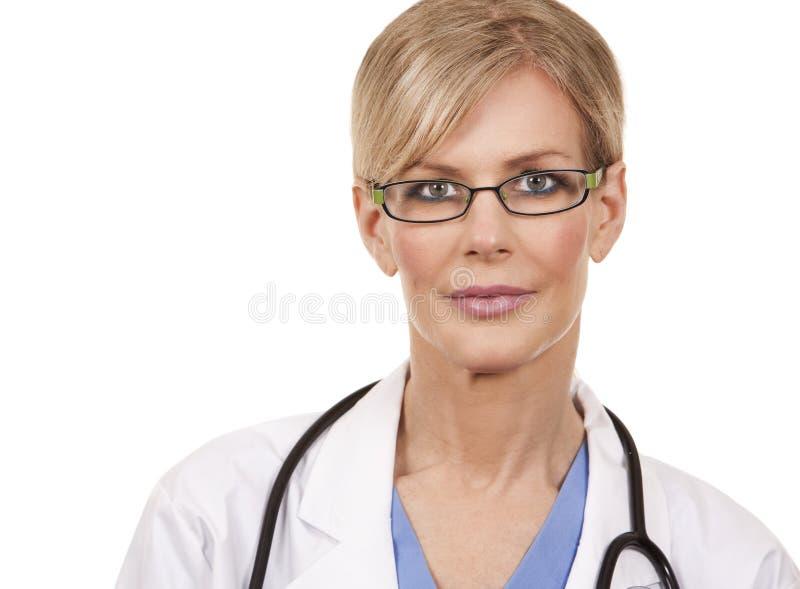 Mogen kvinnlig doktor arkivfoto