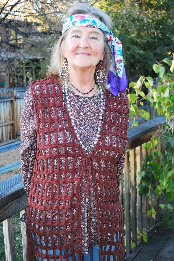 Mogen kvinnlig hög hippie royaltyfria foton