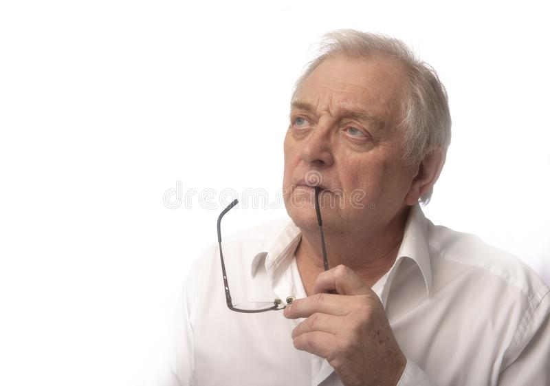 Mogen man med exponeringsglas som tas med kopieringsutrymme arkivfoto
