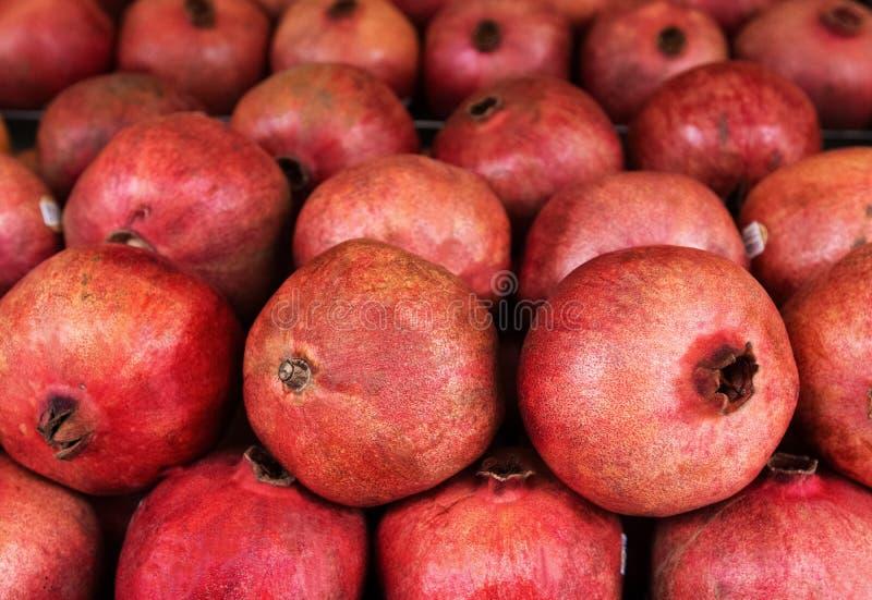 Mogen och saftig granatäpple, bakgrund arkivfoto