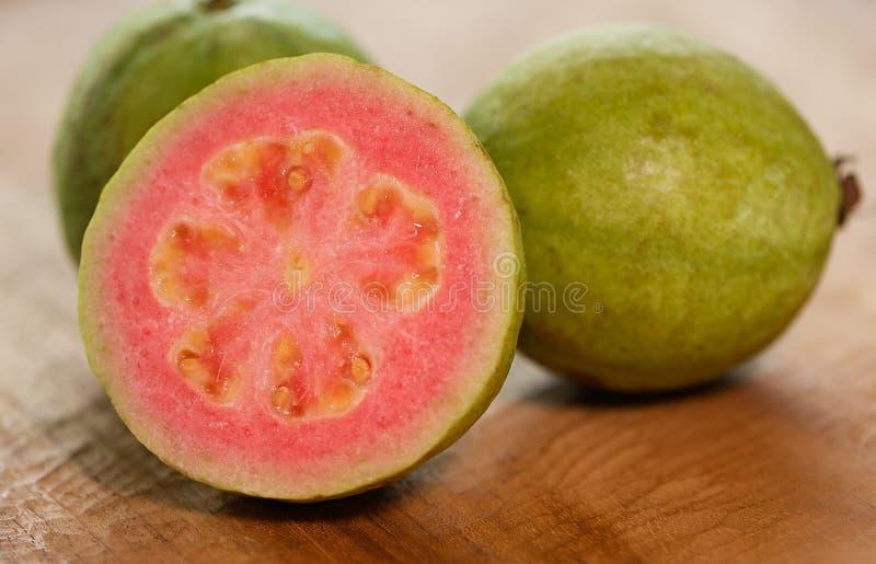 Mogen rosa guava royaltyfria foton