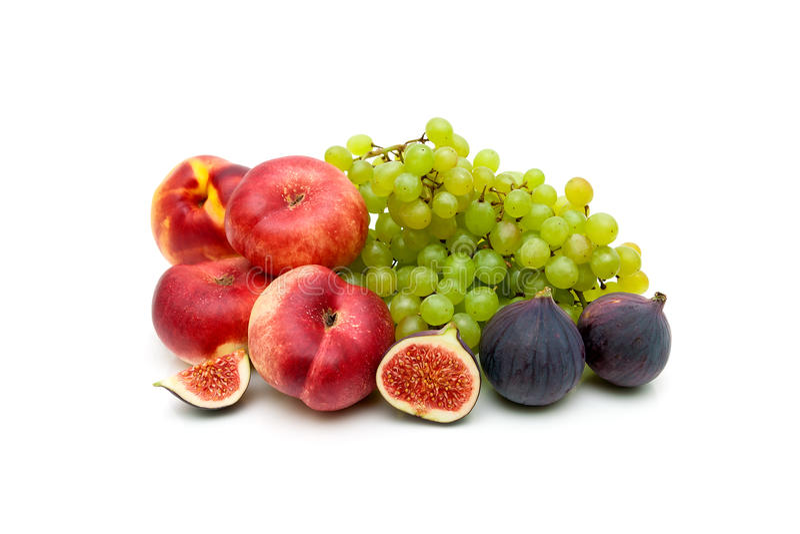 Mogen saftig frukt som isoleras på vit bakgrund arkivbild