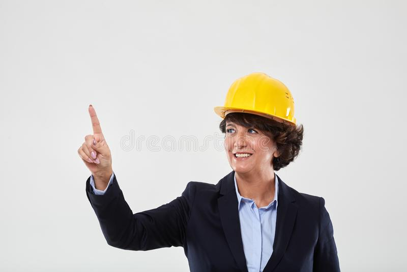 Mogen teknikerdam, i att indikera f?r h?rd hatt royaltyfria foton