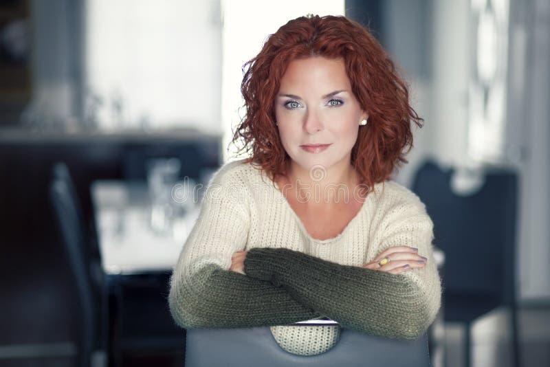 Moget rött le för kvinna arkivfoton