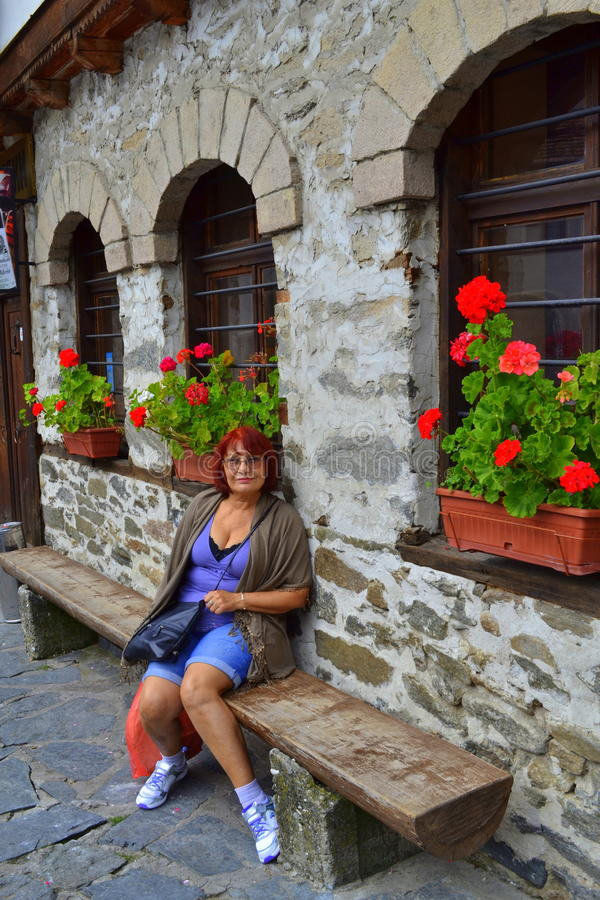Moget turist- koppla av för kvinna arkivfoton