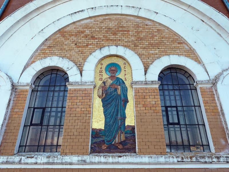 MOGILEV, WIT-RUSLAND - APRIL 27, 2019: FOREST Village Mooie kerk royalty-vrije stock afbeeldingen