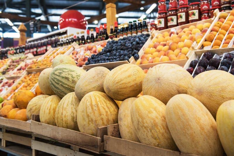 Mogna melon i bondemarknad: royaltyfri bild