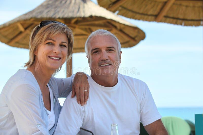 Mogna par på ferie arkivfoton