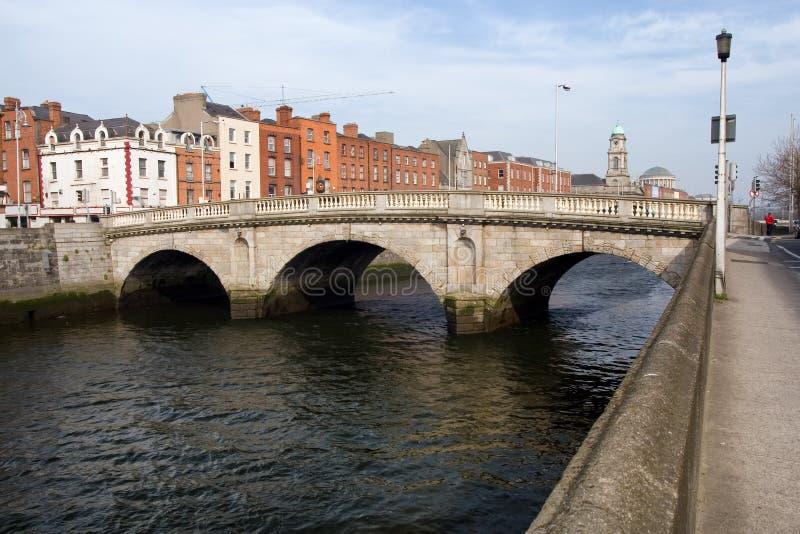 Mognar bron i Dublin fotografering för bildbyråer