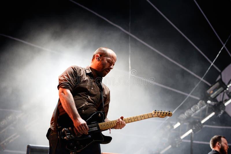 Mogwai (banda instrumental de la posts-roca de Escocia) se realiza en el festival 2014 del sonido de Heineken Primavera (PS14) foto de archivo