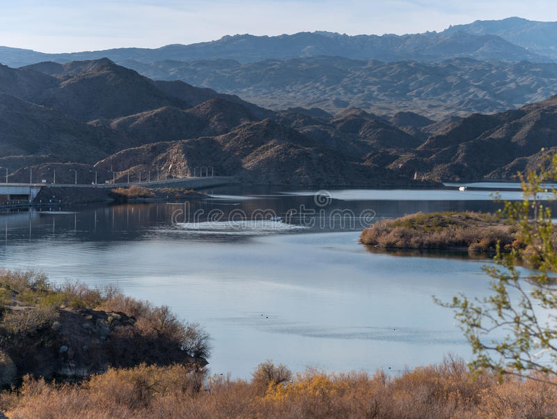 Mohave de Davis Dam e do lago foto de stock royalty free