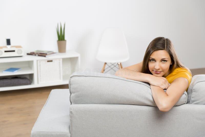 Moi et mon divan image stock