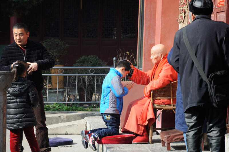 Moine bouddhiste Blessing photos libres de droits