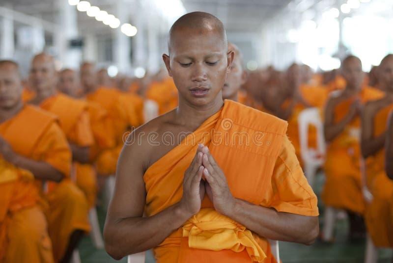 Moine bouddhiste en Thaïlande photographie stock libre de droits
