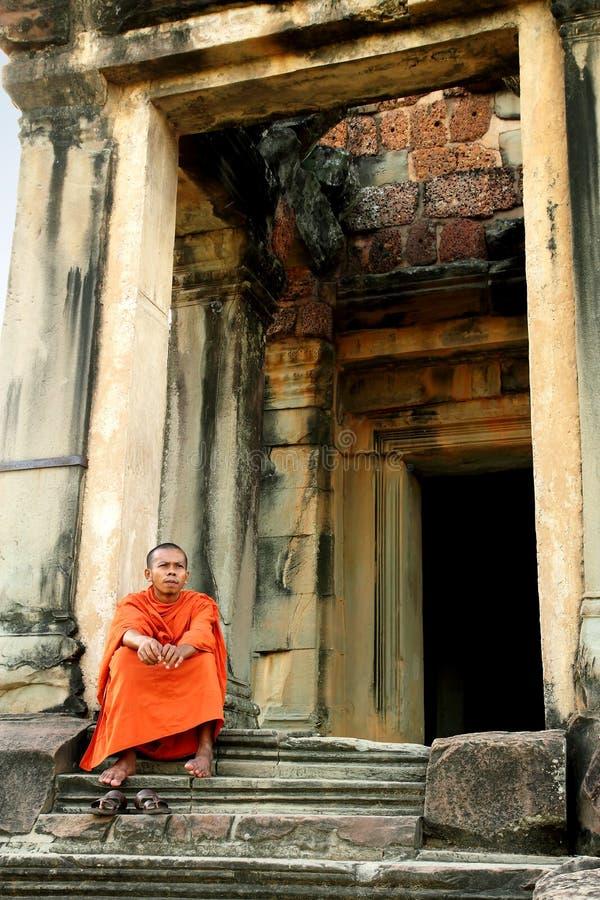 Moine chez Angkor Wat image libre de droits