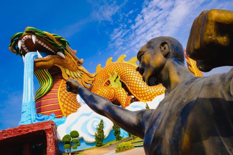 Moine de guerriers de Shaolin au musée de public de descendants de dragon images stock