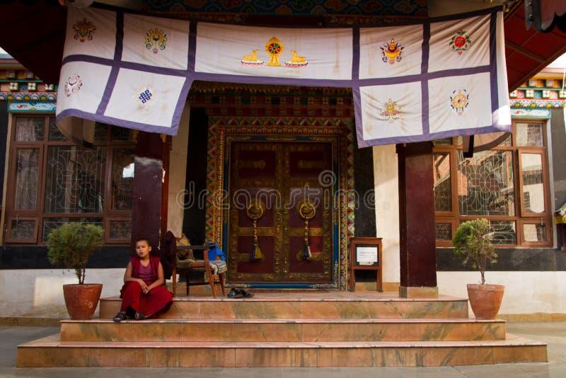 Moine de temple tibétain de Drubgon Jangchup Choeling, Katmandou, noeud images libres de droits