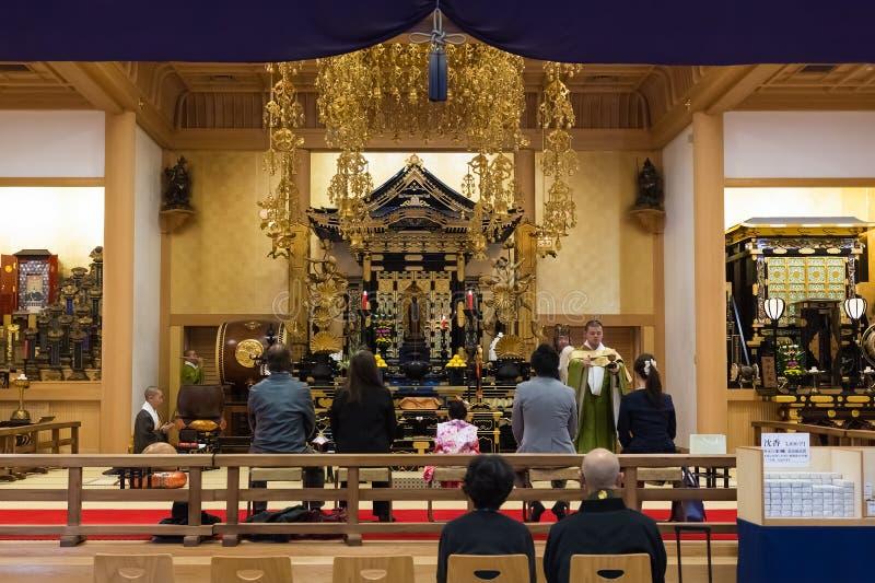 Moine japonais au temple de Zojoji à Tokyo photo libre de droits