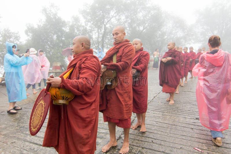 Moines bouddhistes de Myanmar images libres de droits