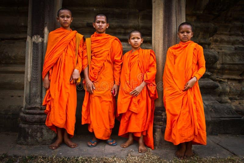 Moines bouddhistes de novice d'Angkor Vat, Siem Reap, Cambodge photographie stock