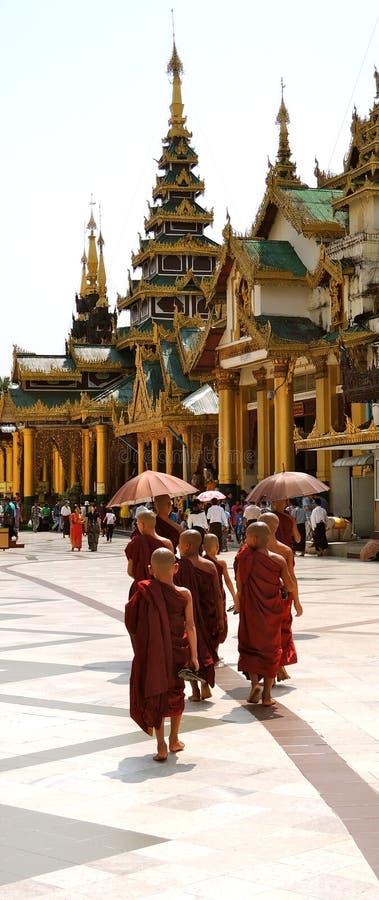 Moines de jeunes de Myanmar photographie stock libre de droits