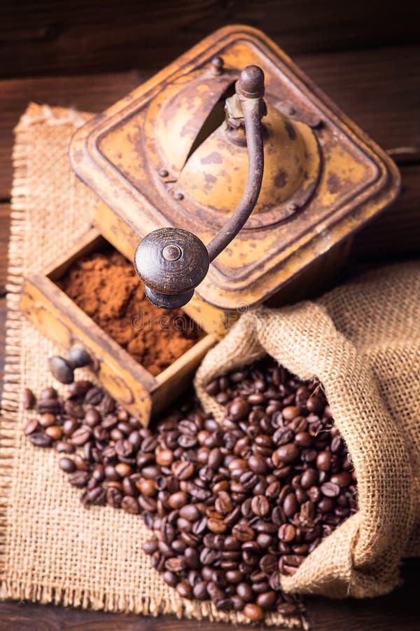 Moinho de café velho fotografia de stock royalty free