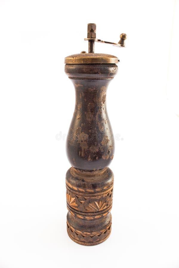 Moinho de pimenta de madeira velho isolado no branco imagens de stock