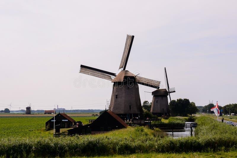 Moinho de vento clássico do vintage na Holanda foto de stock royalty free
